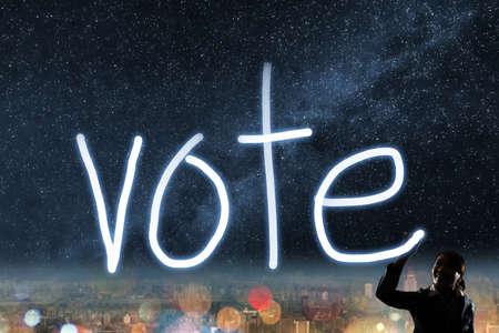democracia: Concepto de voto, elección, la democracia, la silueta de dibujo luz mujer de negocios asiático.