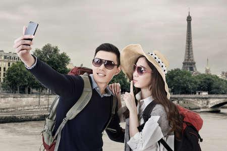 프랑스 파리에서 아시아 몇 여행 및 셀프 카메라. 스톡 콘텐츠