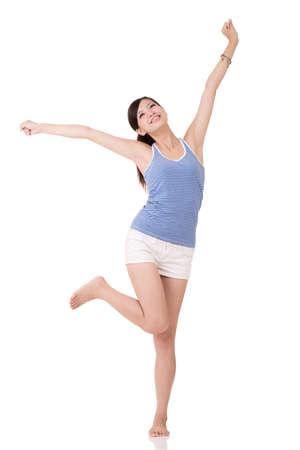 Fitness meisje stretch en voel je vrij, volledige lengte portret op witte achtergrond.