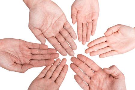 manos unidas: Grupo de manos que sostienen juntos en el fondo blanco. Foto de archivo