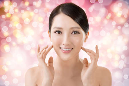 vẻ đẹp: Châu Á closeup chân dung vẻ đẹp khuôn mặt với sạch sẽ và tươi phụ nữ thanh lịch.