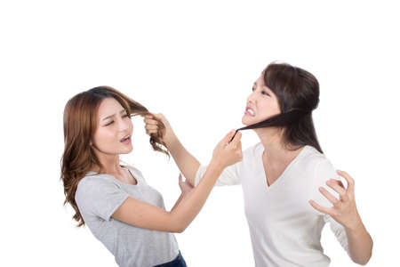 mujeres tristes: Las mujeres asiáticas luchar y tirar del pelo. Foto de archivo