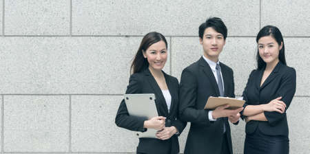 Successful business man with his young team partner in Hong Kong. Banque d'images