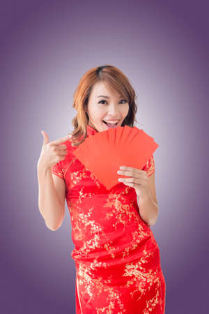 chipao: Attractive Chinese woman dress traditional cheongsam and hold red envelope Stock Photo