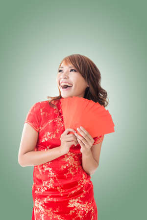 Attractive Chinese woman dress traditional cheongsam and hold red envelope Stock Photo