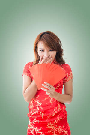 red envelope: Attractive Chinese woman dress traditional cheongsam and hold red envelope Stock Photo