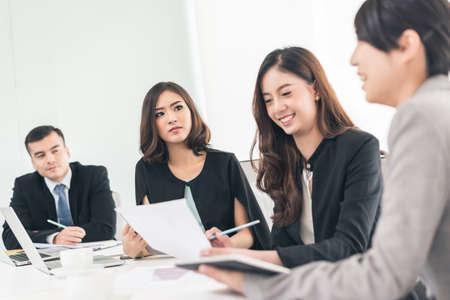 asian business people meeting in the office Foto de archivo