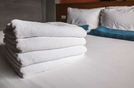 towels on the bed in the house 版權商用圖片