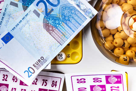 loto: Electronic bingo game with cards and money to play. Horizontal image viewed from above.