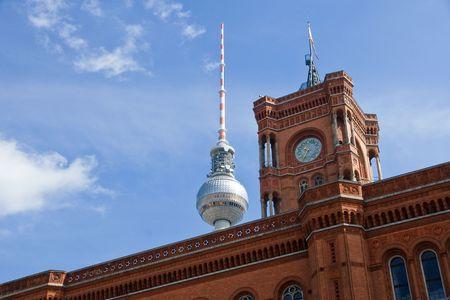 Rathaus und TV-Turm in Berlin  Standard-Bild