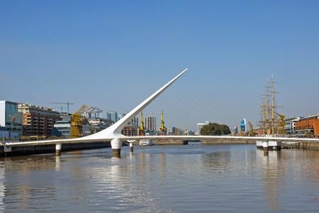 mujer: Puente de la mujer in Puerto Madero, Buenos Aires