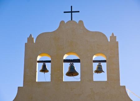 colonisation: Tre campane e una croce