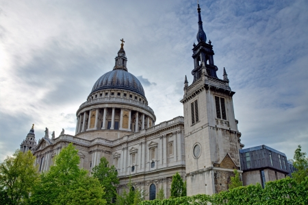 saint pauls cathedral: The famous St. Pauls Cathedral in London