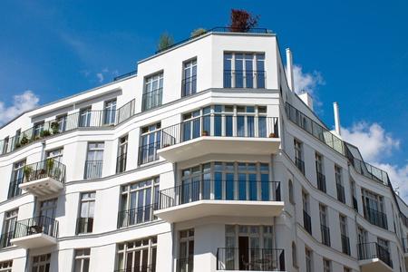 apartment market: Nueva casa blanca
