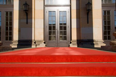Red carpet and entrance door Imagens - 14466569