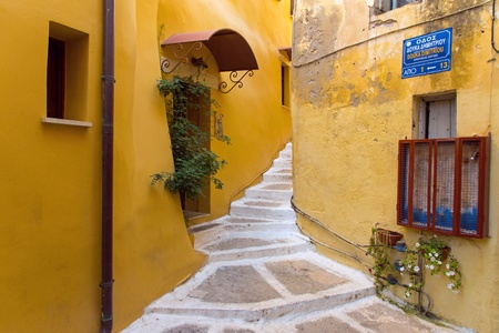 Small alley in Chania Imagens - 15879268