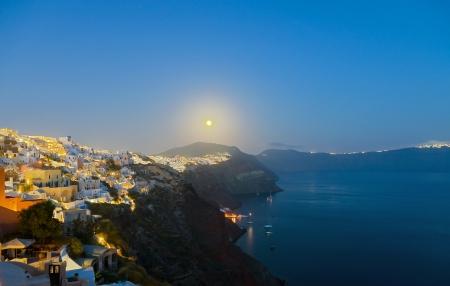 Full moon over Oia Imagens