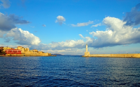 Entrance to the port of Chania Imagens - 17247446