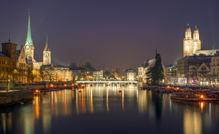 Panorama de Zurich la nuit Banque d'images - 17593667