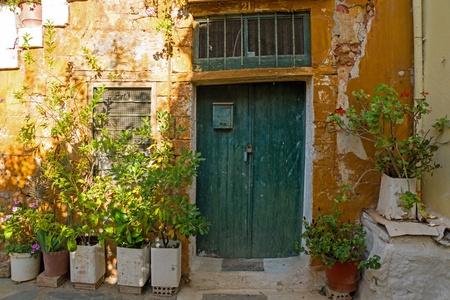 backstreet: Nice old door in Chania