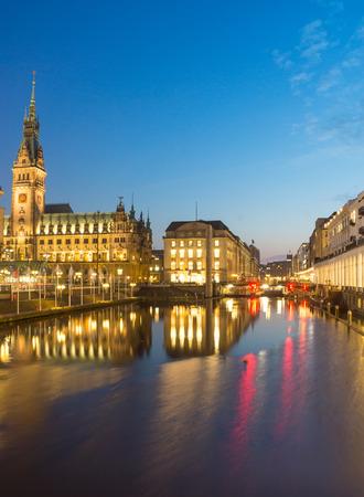 Townhall at night, Hamburg Imagens - 27981995