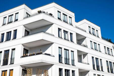 property berlin: White modern townhouse