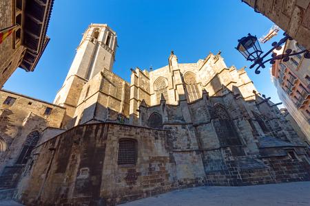 gotico: La Catedral de Santa Eulalia en el casco antiguo de Barcelona Foto de archivo