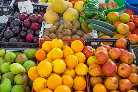 close p: Ripe fruits for sale at a market