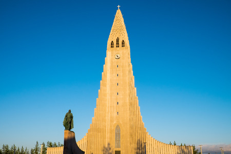 leif: The Hallgrimskirkja and the statue of Leif Ericson in Reykjavik, Iceland Stock Photo