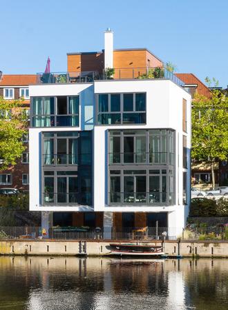 waterside: Town House at the waterside lakes in Hamburg, Germany