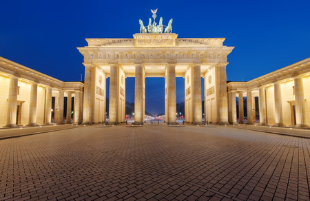 brandenburg gate: The famous Brandenburg Gate in Berlin is illuminated at night