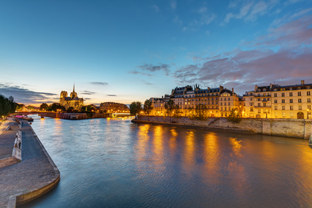 ile de la cite: The river Seine with the Ile de la Cite and the Notre Dame Cathedral in Paris at dawn