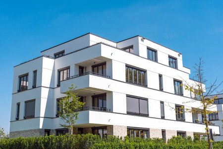 townhouses: White modern townhouses lakes in Berlin, Germany Stock Photo
