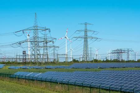 Renewable energy and relay stations Imagens - 82098590