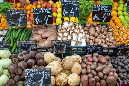 Great choice of fresh vegetables for sale at a market in Vienna, Austria Imagens