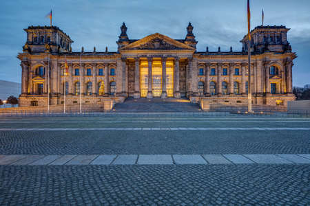 The entrance portal of the famous Reichstag in Berlin at dawn Imagens