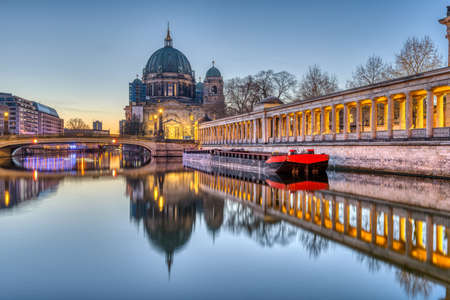 The Berlin Cathedral on the Museum Island before sunrise Imagens