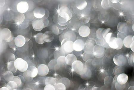 Brillante fondo plata de luces de Navidad con pequeñas estrellas Foto de archivo