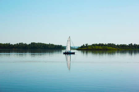 sailboat yacht sailing in a quiet sunny day active water sports 版權商用圖片