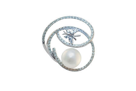 frippery: golden brooch with pearl and diamonds
