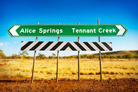An Australian road sign showing the direction to Alice Springs and Tennant Creek in the Northern Territory. Banco de Imagens