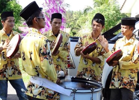Une bande de Kompang à la cérémonie de mariage Lahad Datus Banque d'images - 21027273