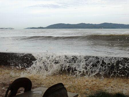 likas: Waves in Tg Likas beach