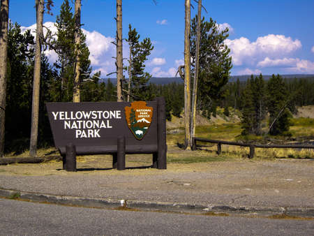 Entrance sign to Yellowstone Park 版權商用圖片