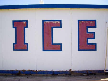 사막에있는 빙판에 얼음