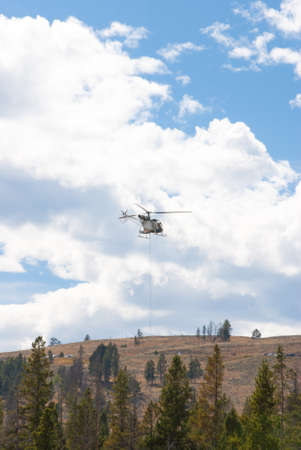 billow: Smoke-jumpers fight fire from helicopter in Yellowstone National Park, Wyoming USA Stock Photo