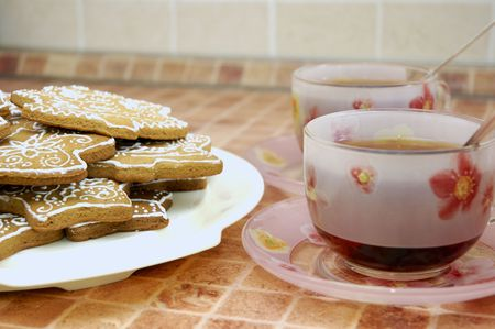 Two cups of tea and gingerbread cookies on the plate Stock Photo - 5889612