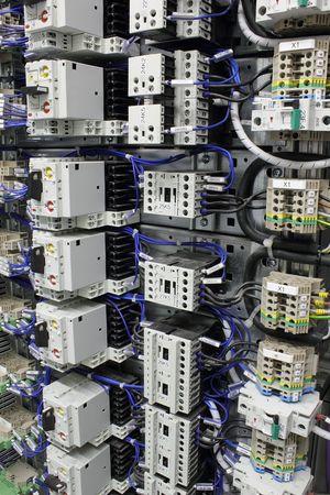 staffel: Elektrische Ausrüstung mit Leitungsschutzschalter, Terminals und Relais.