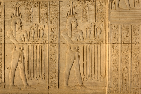 Detailed view of ancient Egyptian hieroglyphic carvings in Kom Ombo temple. Archivio Fotografico