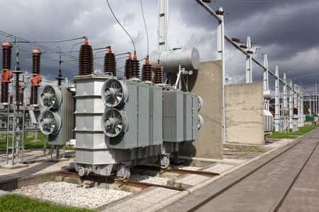 Oil immersed power transformer in high voltage substation Standard-Bild